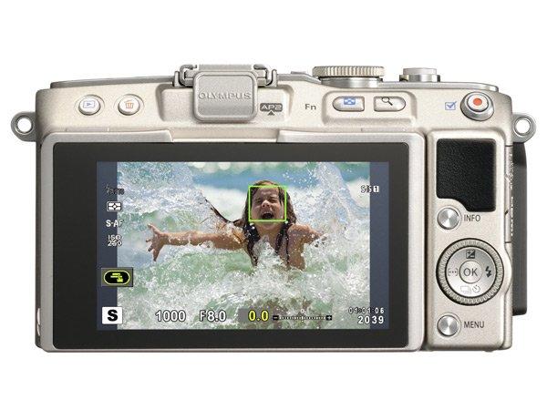 [Press Release] Kamera Mirrorless Olympus PEN E-PL5 (Tampak Belakang)