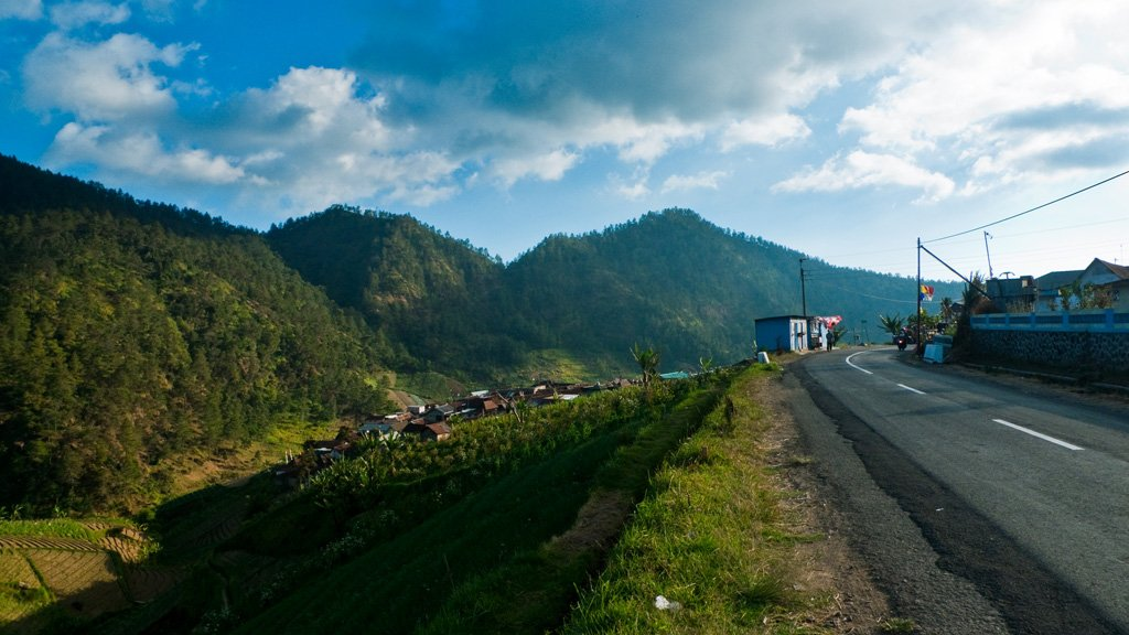 Jalan dan Desa Sisi Bukit, Tawangmangu