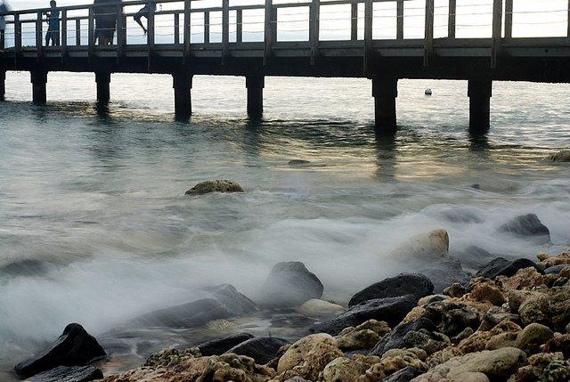 Ombak Kapas, diambil menggunakan tripod dengan shutter speed lambat. Lokasi : Tanjung Lesung, Kamera : Nikon D80