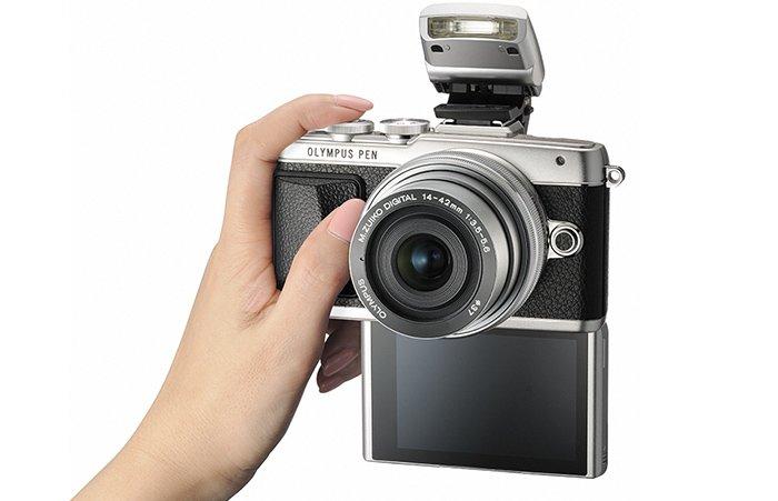 Kamera Olympus E-PL7 (LCD Selfie), Image Credit : Olympus