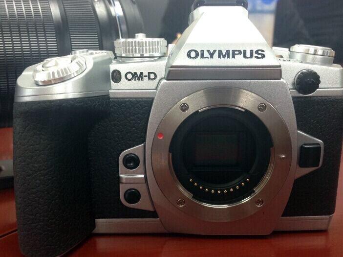 Olympus OMD E-M1 warna silver