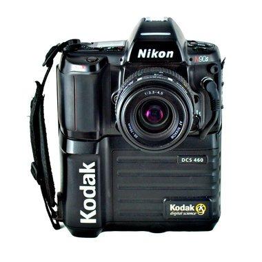 KODAK Nikon yg dibeli Kompas 1997. Crop factor 2x, harga USD 16.000 1MP, Image Credit : Nikon