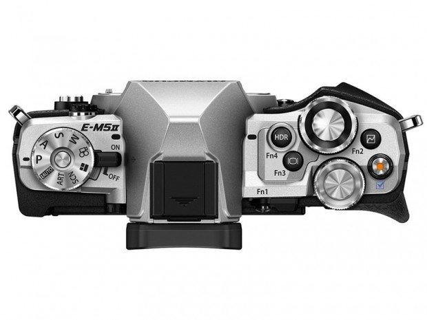 Kamera Olympus O-MD E-M5 II (Atas), Image Credit : Olympus