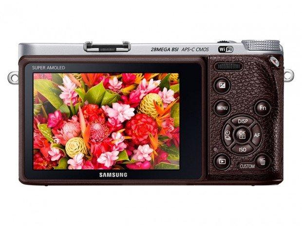 Samsung NX500 (Belakang), Image Credit : Samsung