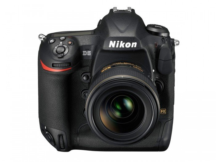 Kamera DSLR Nikon D5 (Depan), Image Credit : NIkon