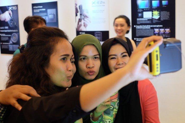 Selfie dengan Fujifilm Instax 70