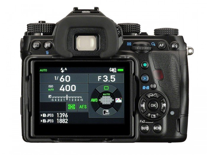 Kamera DSLR Pentax K-1 (Belakang), Image Credit : Pentax