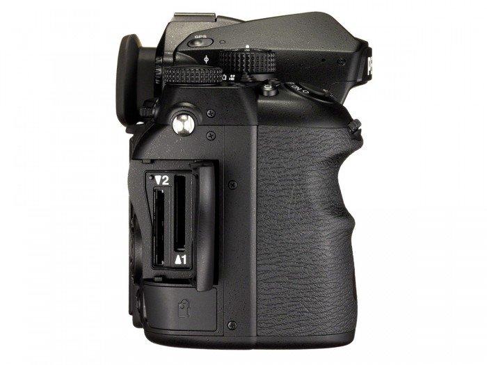Kamera DSLR Pentax K-1 (Samping Kanan), Image Credit : Pentax