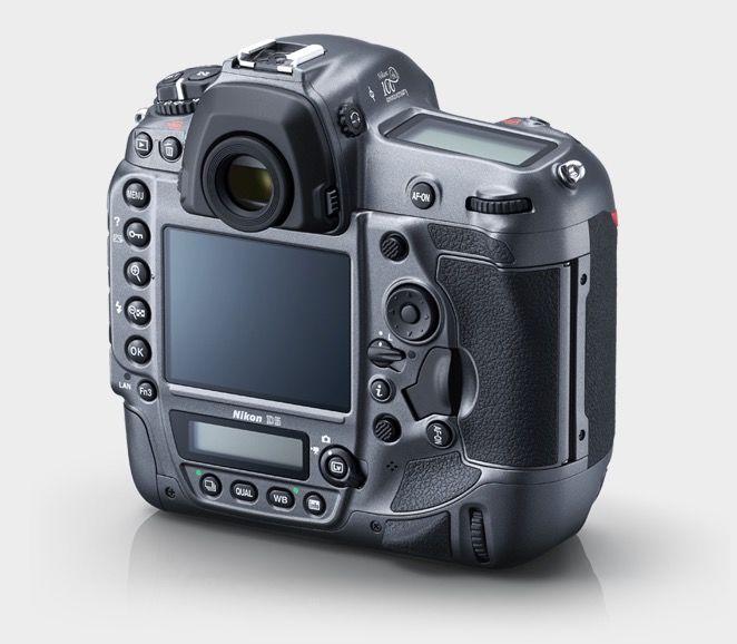 Nikon D5 Edisi Ulang Tahun 100th (Belakang), Image Credit : Nikon
