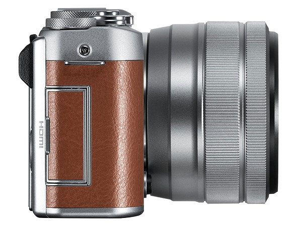 Kamera Mirrorless Fujifilm X-A5 (Kanan), Image Credit: Fujifilm